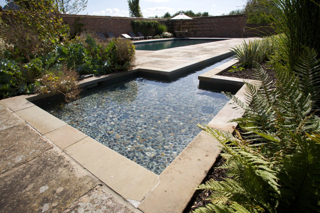 Outdoor Swimming Pool and Water Feature in Oxfordshire