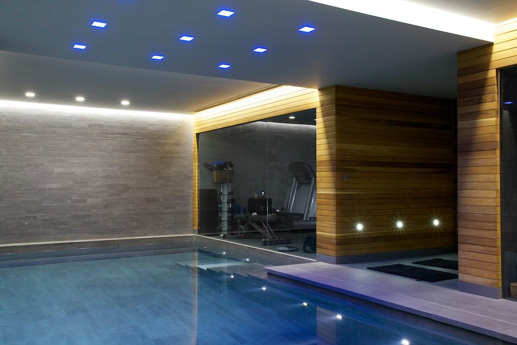 Индивидуальный проект роскошного крытого бассейна со спа-зоной