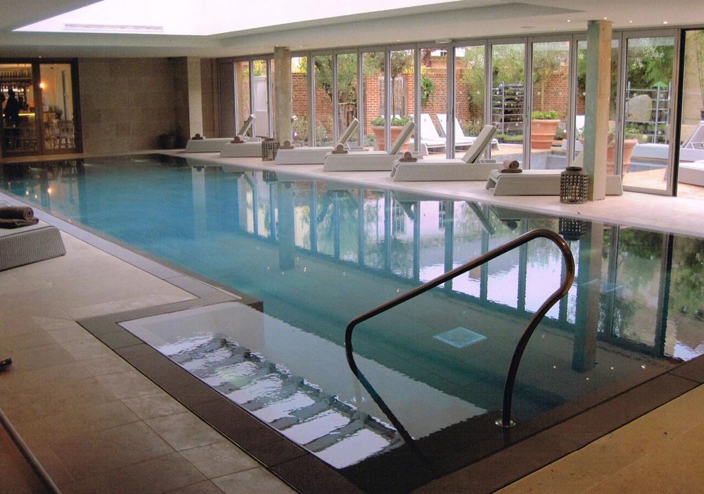Piscine et spa sur mesure d'un hôtel de luxe dans le Dorset