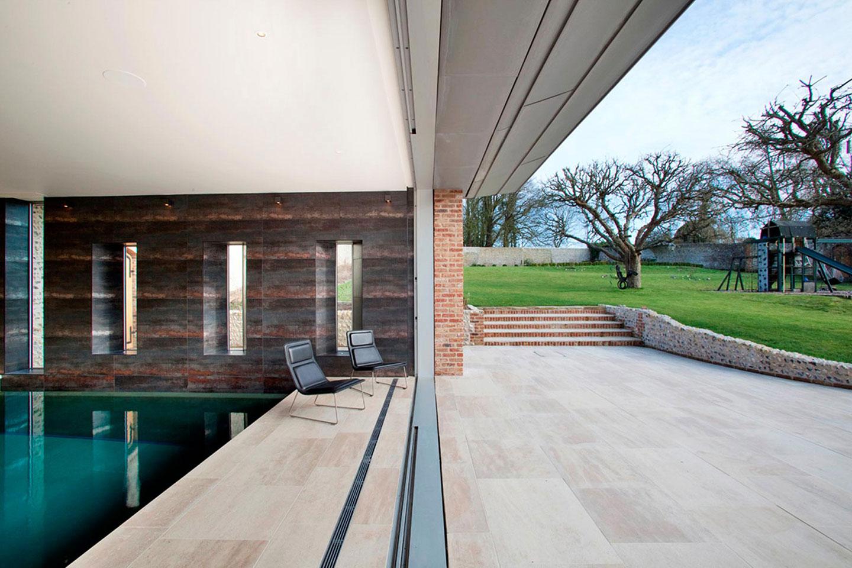 плавательный бассейн в Восточном Суссексе, построенный по индивидуальному проекту
