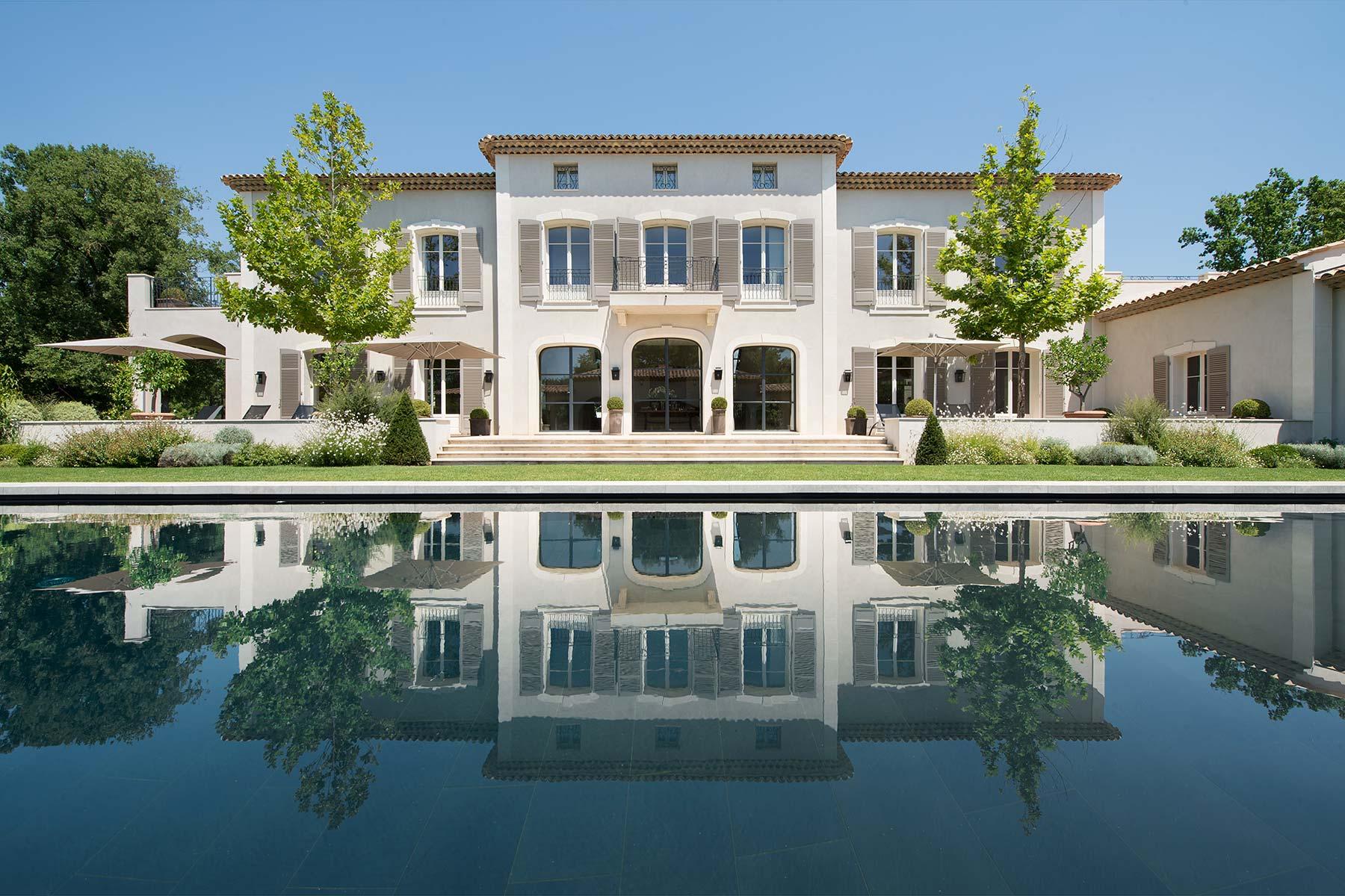 Piscine de luxe pour villa de luxe sur la Côte d'Azur