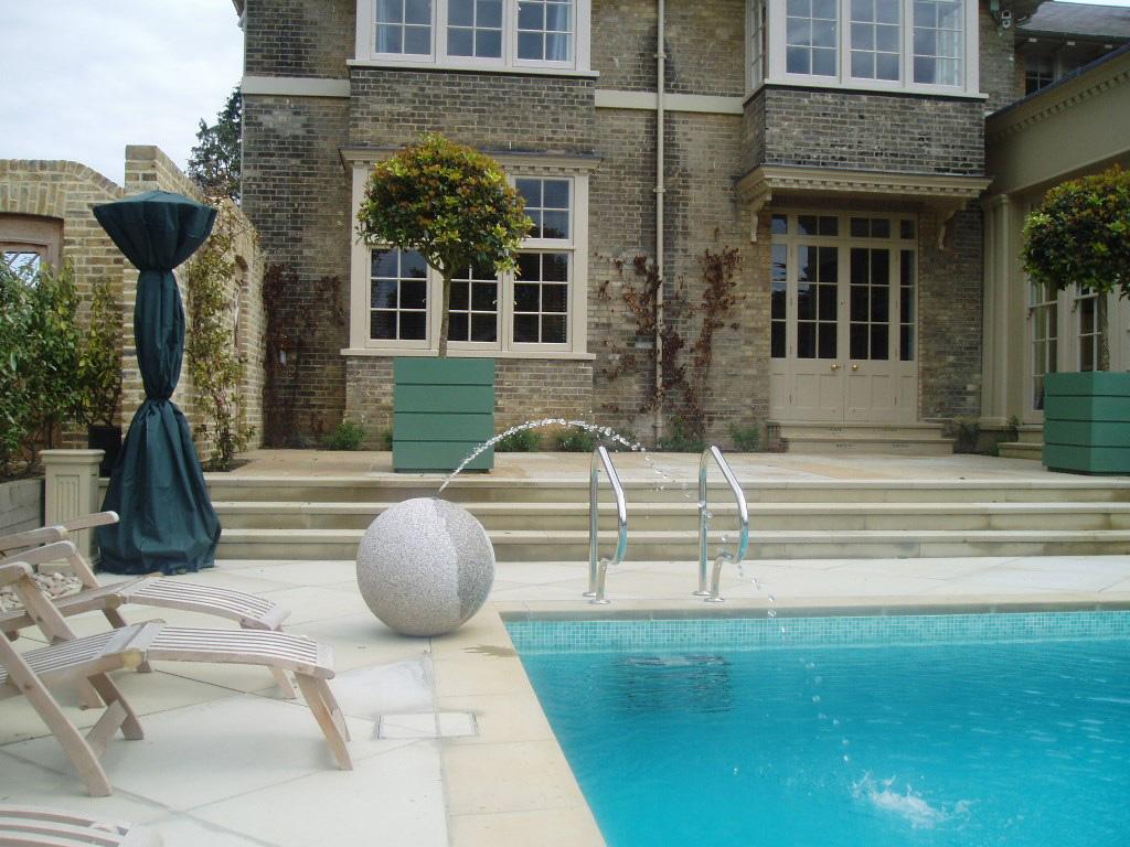 伦敦大型室外游泳池