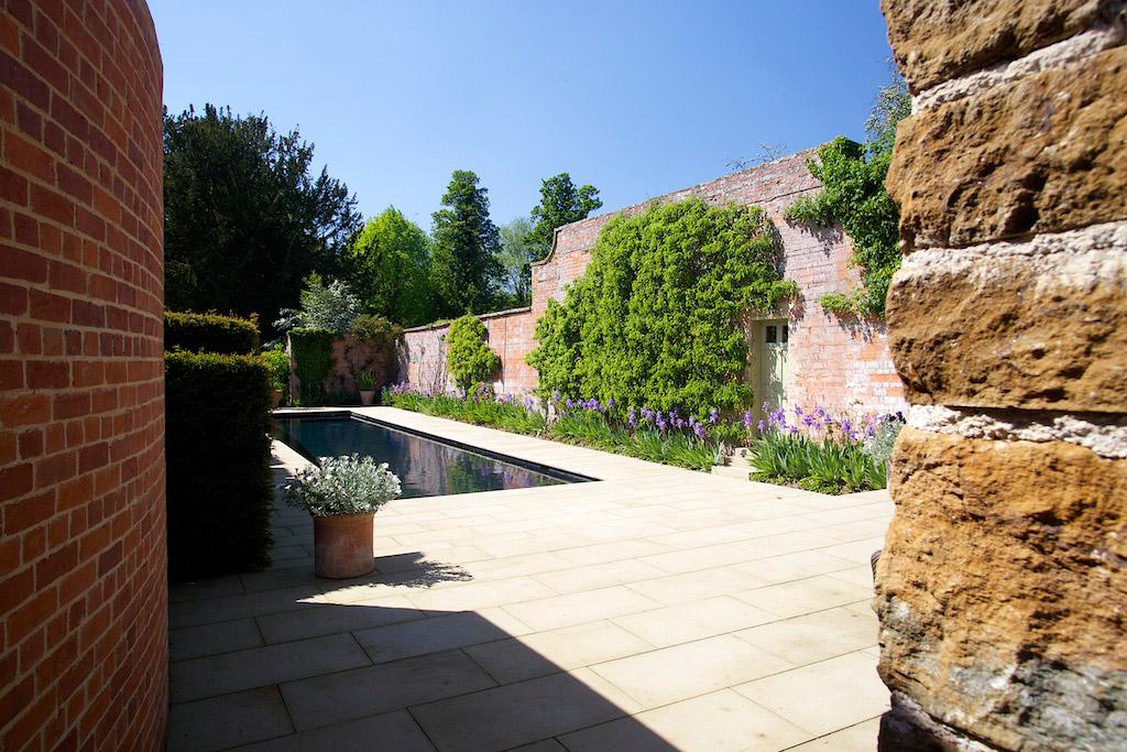 Piscine de luxe en plein air dans l'Oxfordshire