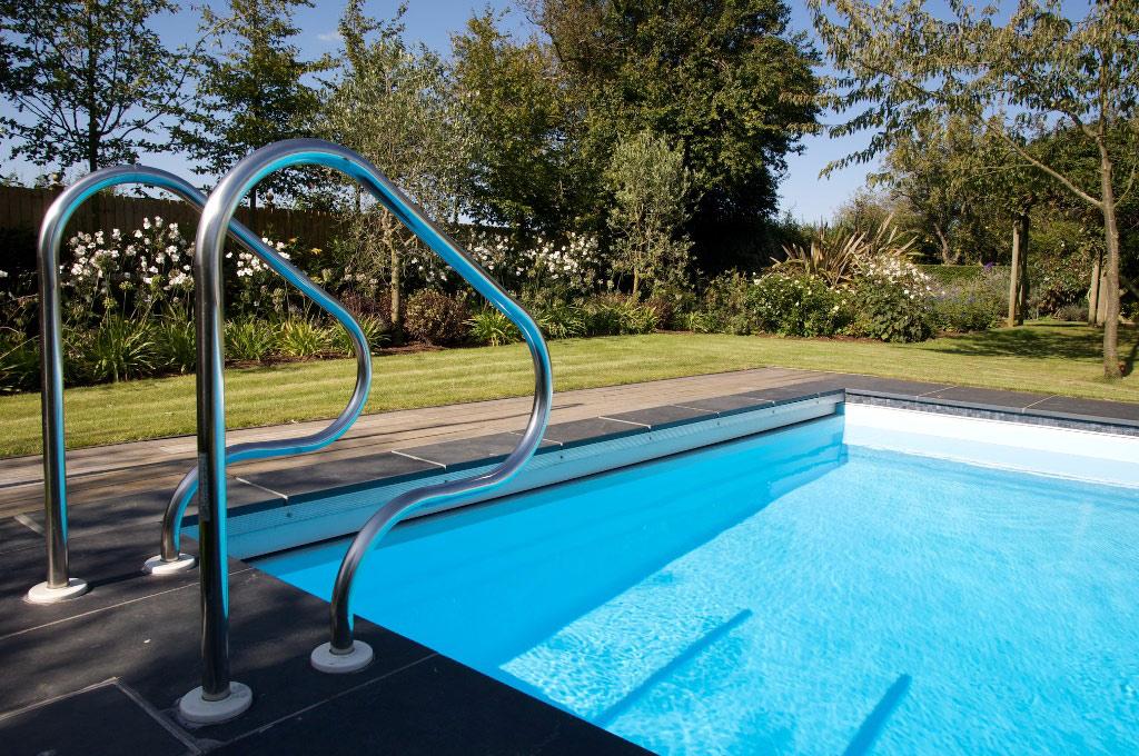 Piscine en plein air de luxe dans le Sussex