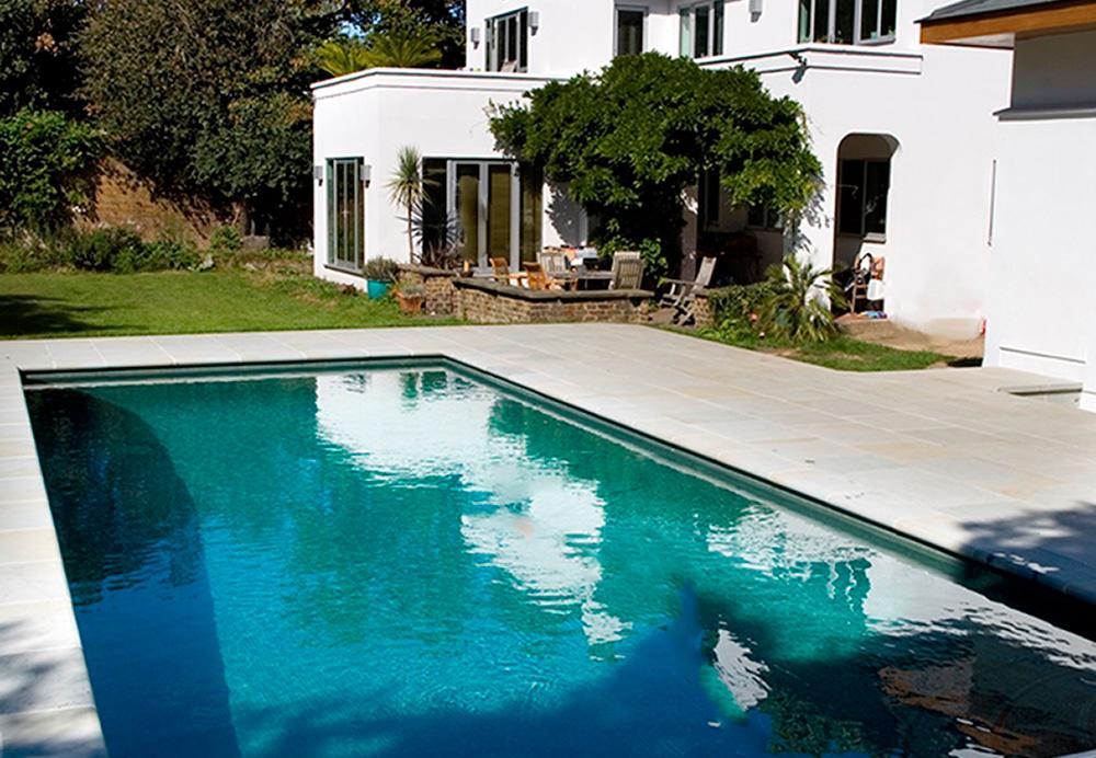Открытый плавательный и спа-бассейн в Лондоне
