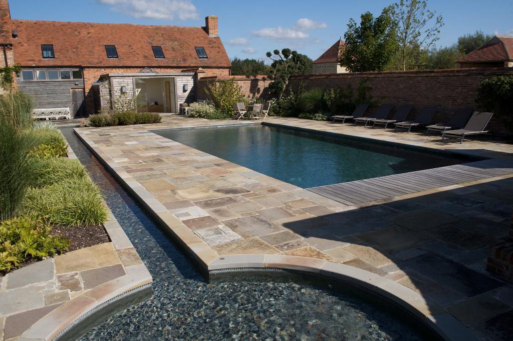 牛津郡的室外游泳池和水景