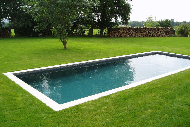 汉普夏的独特室外游泳池